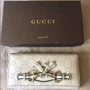 Preowned,genuine leather Gucci wallet on chain